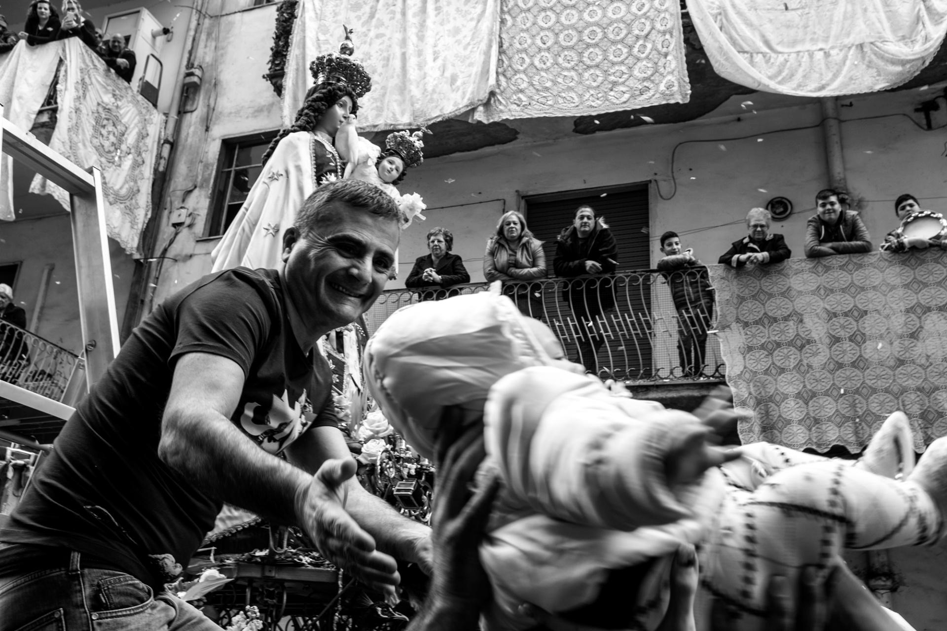A Maronna de galline, 7444229 Una delle tappe più importanti e significative del mio viaggio attraverso le feste e i riti religiosi della tradizione del sud Italia è sicuramente quella relativa alla festa