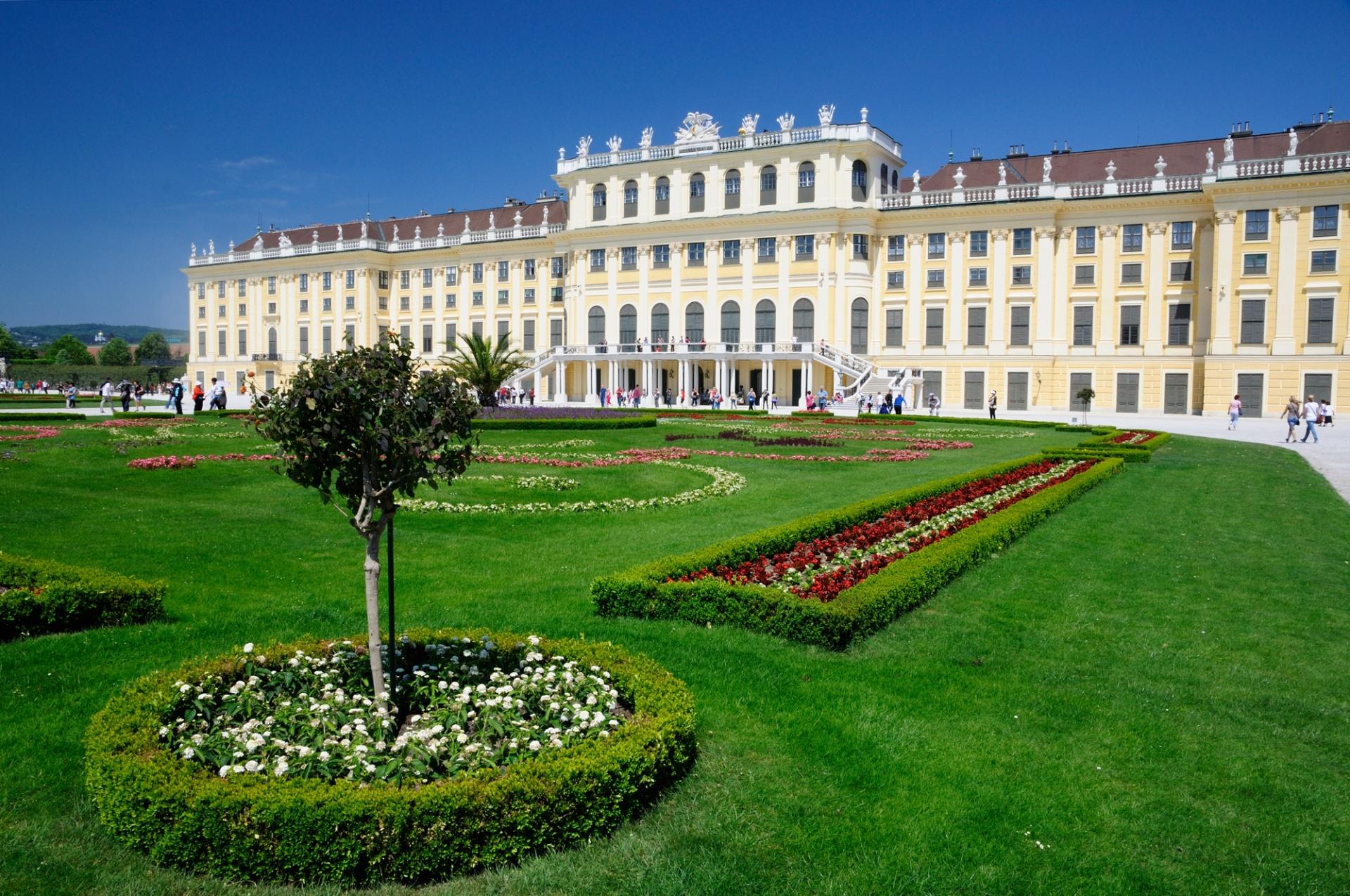 """Vienna, la Porta d'Oriente, E' la """"porta"""" che dall'Occidente conduce in Oriente, l'ingresso privilegiato dell'est europeo al cuore del Vecchio Continente: questa è Vienna, splendida capitale austriaca dal"""