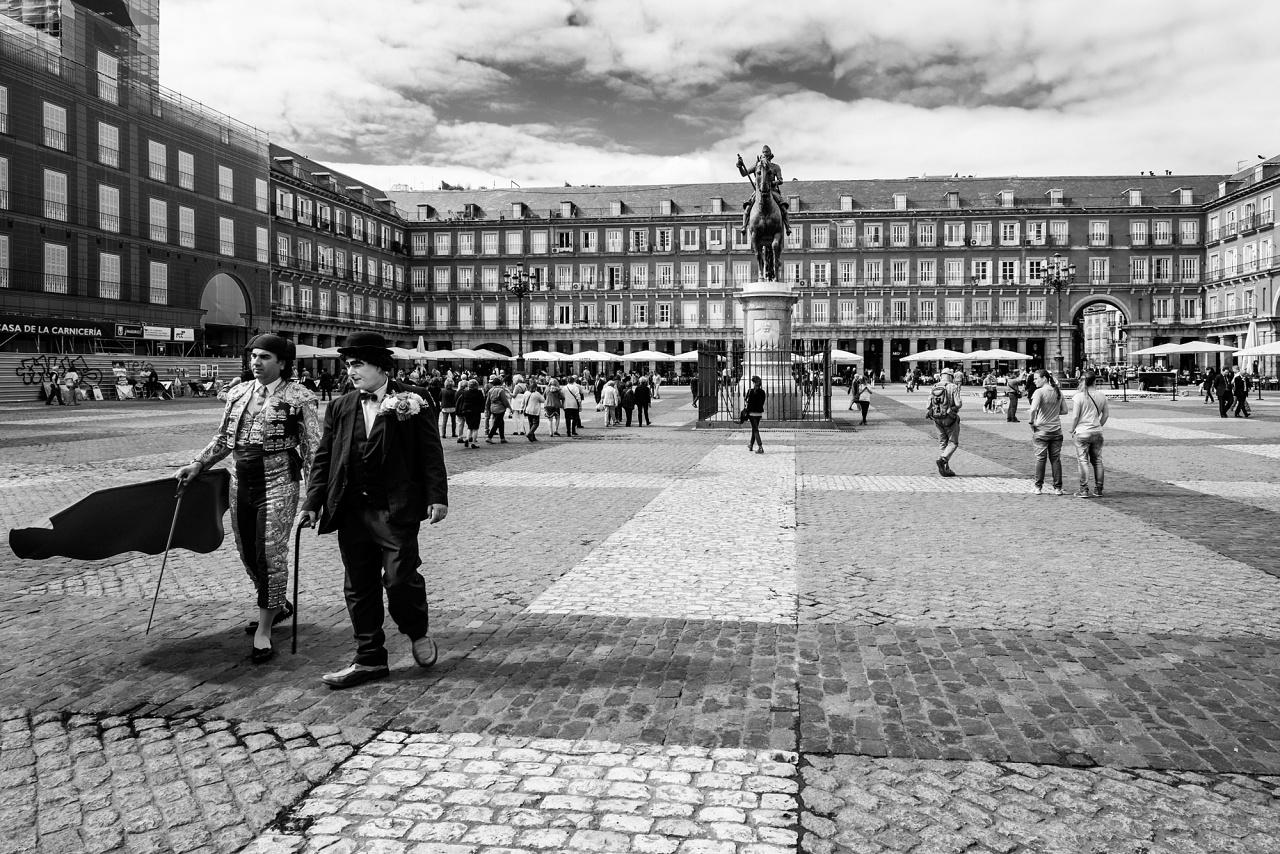 Il comico e il matador - Artisti di strada in Plaza Mayor - Madrid 2013