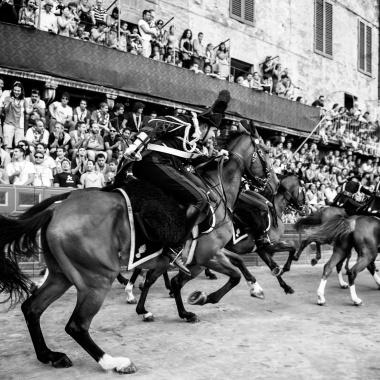 """La Carica di Pastrengo (tratta dal reportage """"Il Palio di Siena"""")"""