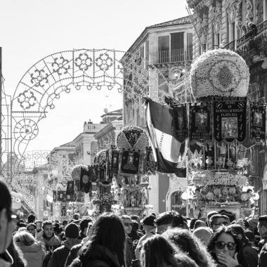 La processione delle Candelore in via Etnea